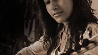Ayfer Vardar - Ben Gidiyorum Yoluma
